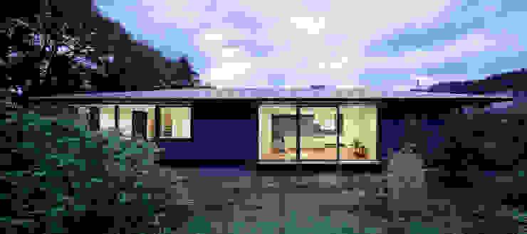 atelier137 ARCHITECTURAL DESIGN OFFICE Casas unifamiliares Gris