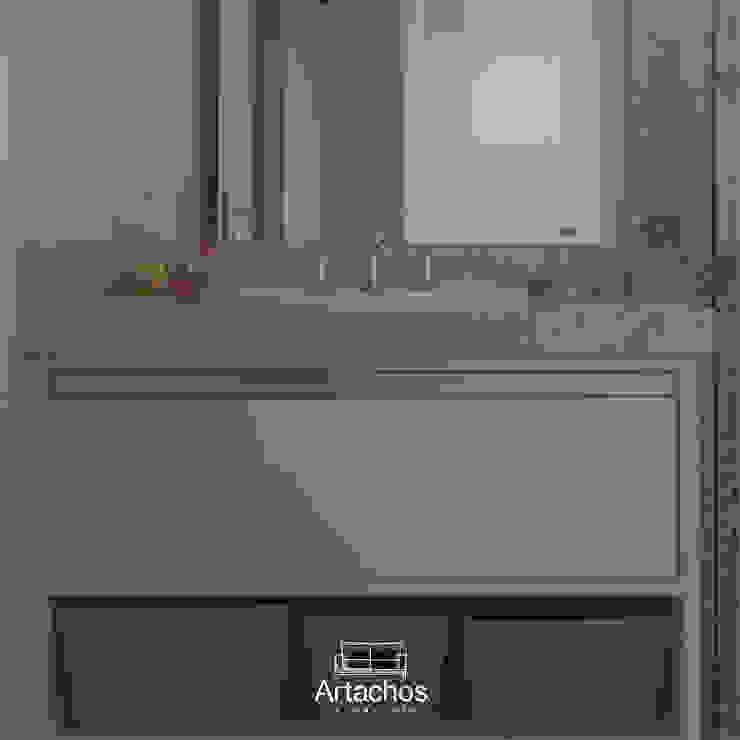 Banheiro com marcenaria sob medida Artachos Decorações BanheiroArmários