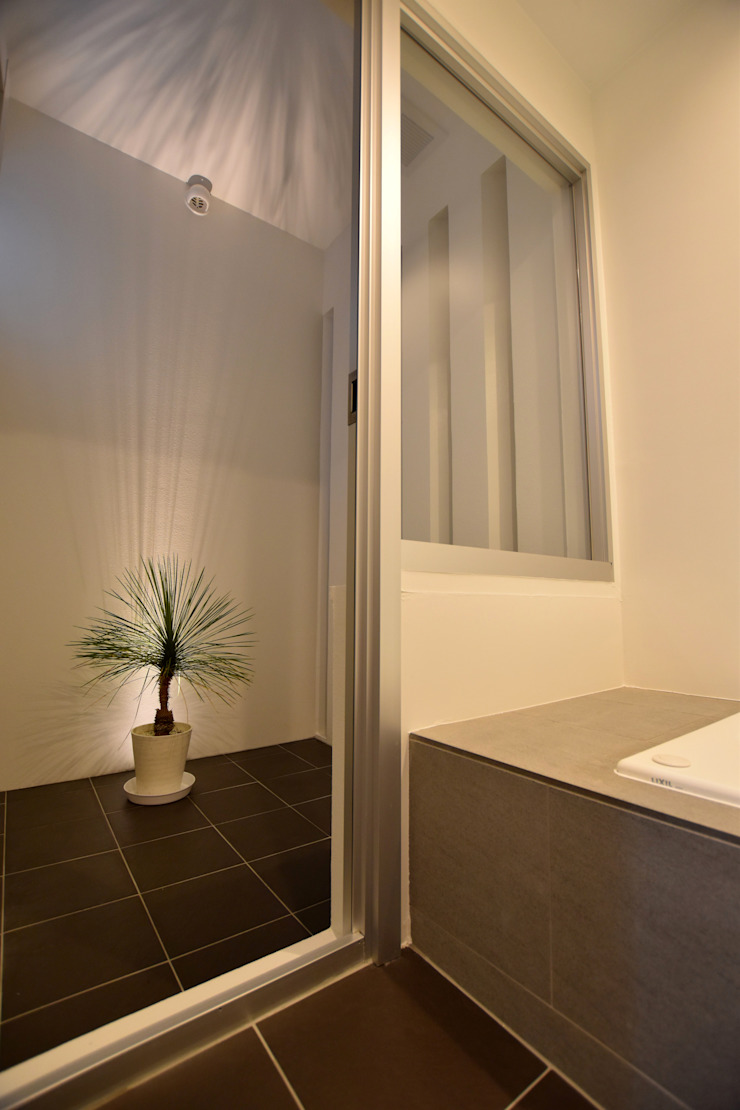 坪庭 モダンスタイルの お風呂 の Style Create モダン
