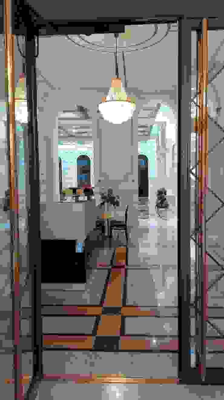 Palais Schottenring Vienna Concierge Stroili Stone GmbH Klassischer Flur, Diele & Treppenhaus Marmor Mehrfarbig