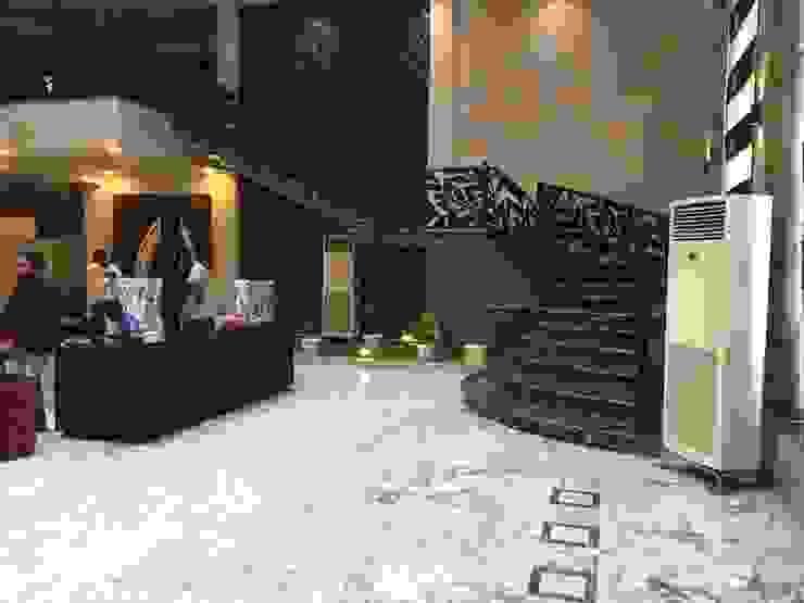 Luxury Residential Interior design project in Mahanagar Lucknow by Decoruss (Interior designer Company) Modern corridor, hallway & stairs by Decoruss-Best Residential Interior Designer in lucknow,Best Interior Designing Services in lucknow, Interior decorator Modern