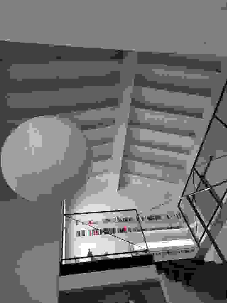 zona living doppia altezza Laura Canonico Architetto Soggiorno moderno