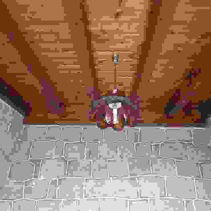 techo de porche de entrada MULTISERVICIOS EGO INGENIEROS SL Balcones y terrazas de estilo rústico