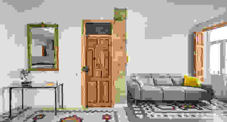 Vivienda en Ruzafa tambori arquitectes Pasillos, vestíbulos y escaleras de estilo moderno