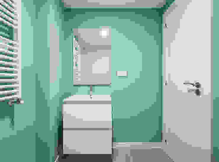 Housing in Benimaclet tambori arquitectes 現代浴室設計點子、靈感&圖片