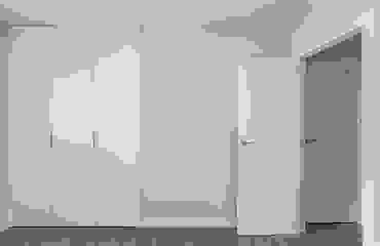 Housing in Benimaclet tambori arquitectes 臥室 White