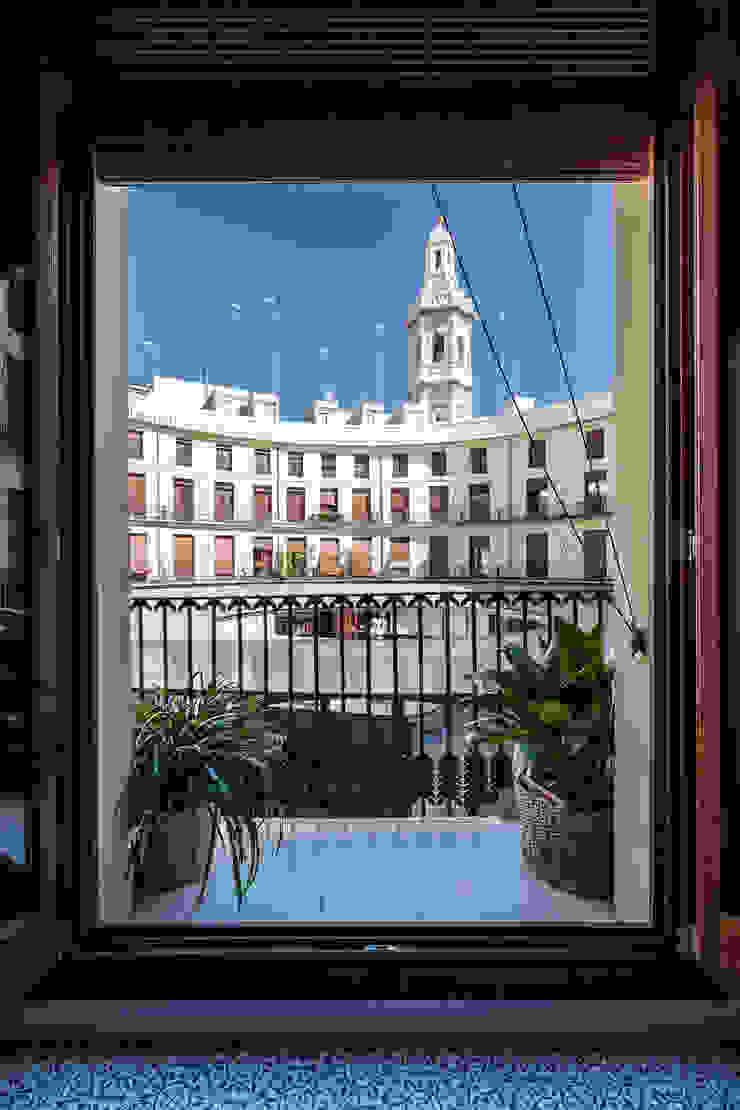 Vivienda en Plaza Redonda de tambori arquitectes Moderno