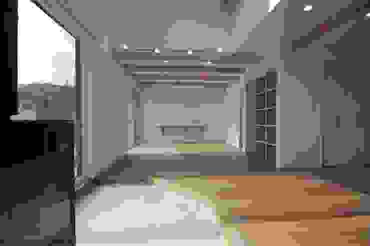 塚野建築設計事務所 Salas de estilo colonial