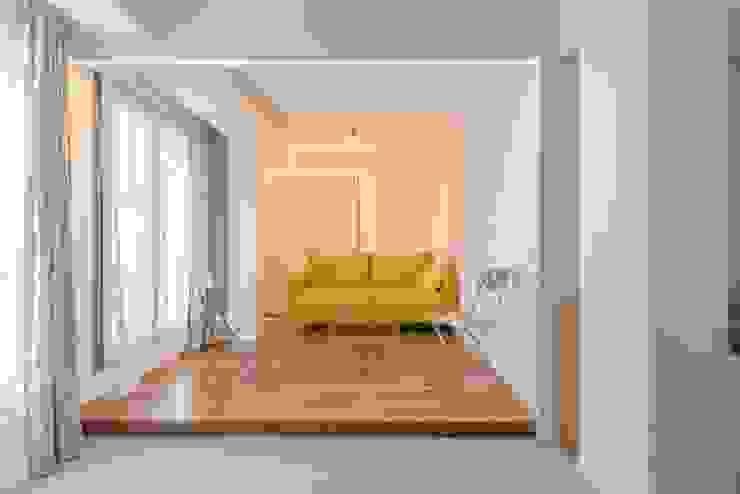 Quimera Renovacion SL Ruang Keluarga Minimalis