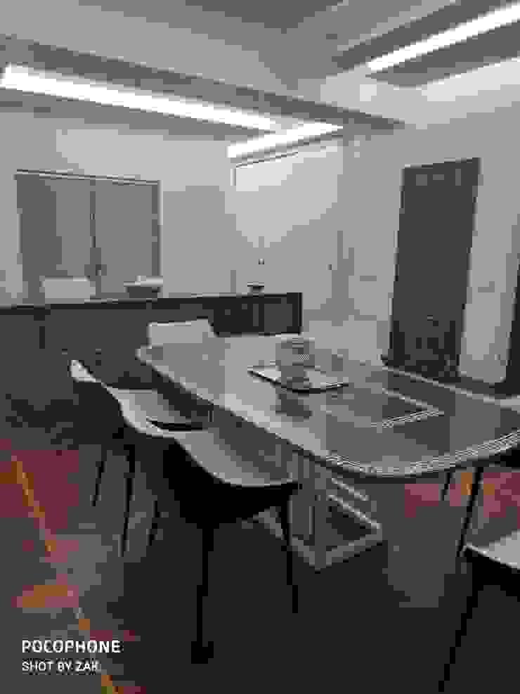 Sala da pranzo Dr-Z Architects Sala da pranzo moderna Legno massello Bianco