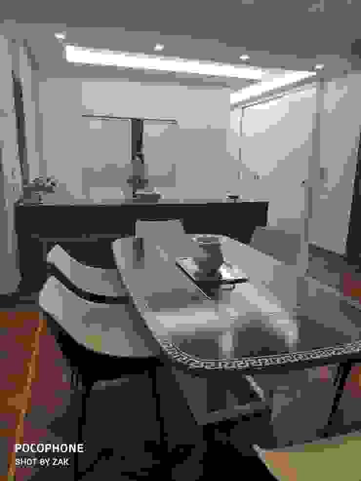 Vista zona prazo Dr-Z Architects Sala da pranzo moderna Legno massello Beige