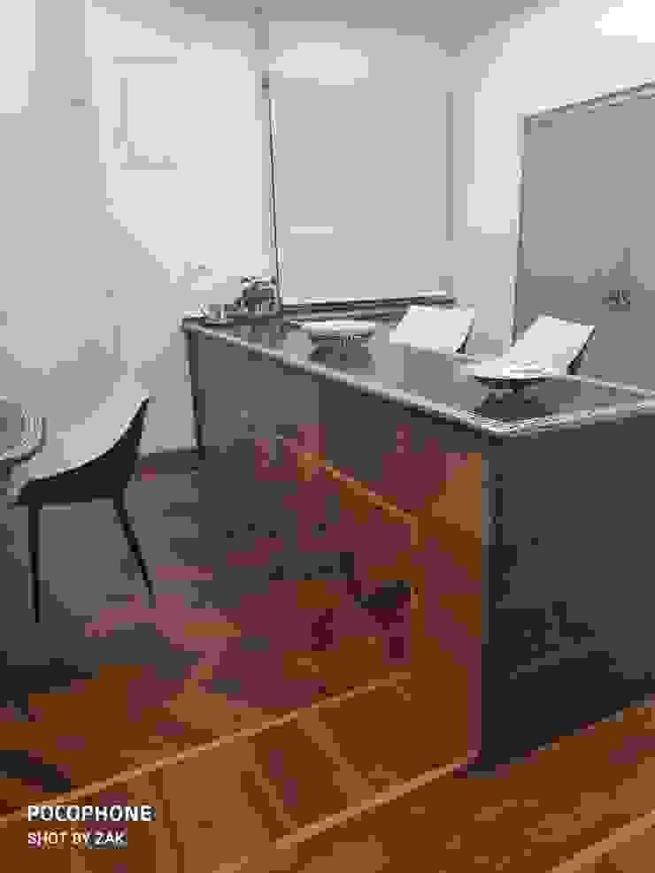 Bancone Dr-Z Architects Sala da pranzo moderna Legno massello Effetto legno