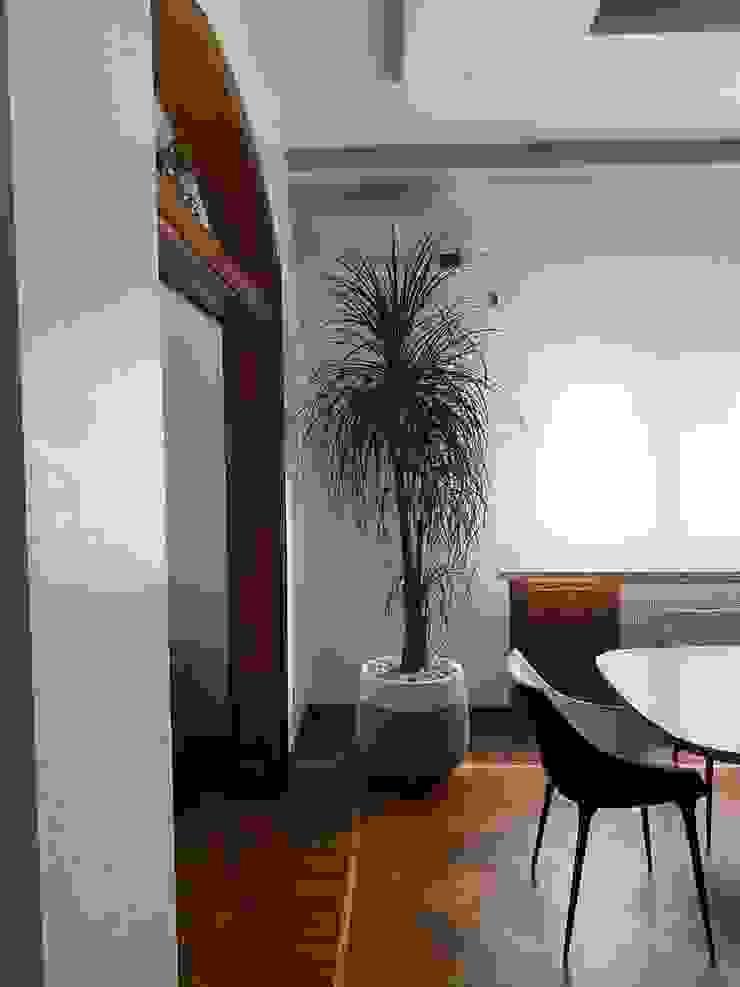 Pianta da interni Dr-Z Architects Sala da pranzo moderna Legno massello Bianco