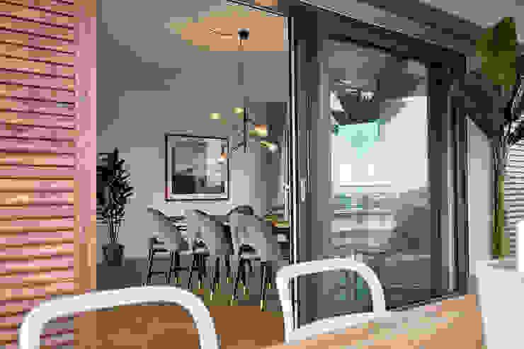 Home Staging Bavaria Balconies, verandas & terracesFurniture