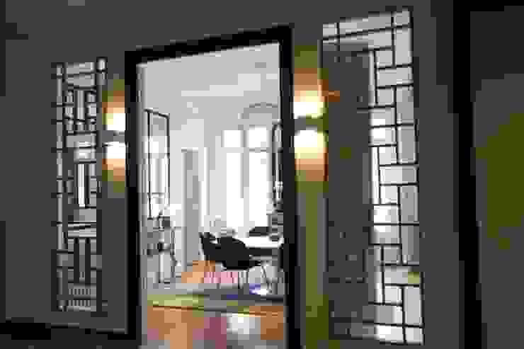 Claustra bois SAB & CO Couloir, entrée, escaliers modernes