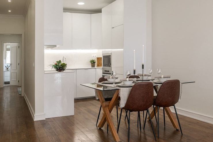 Hoost - Home Staging KitchenTables & chairs