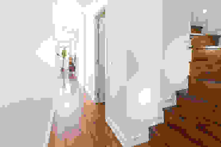 Hoost - Home Staging Corridor, hallway & stairsStairs