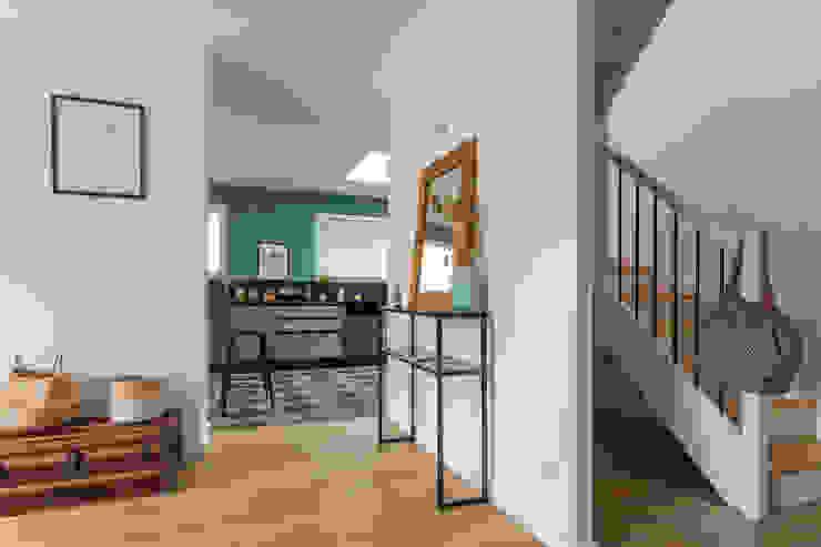 SAB & CO Modern Corridor, Hallway and Staircase