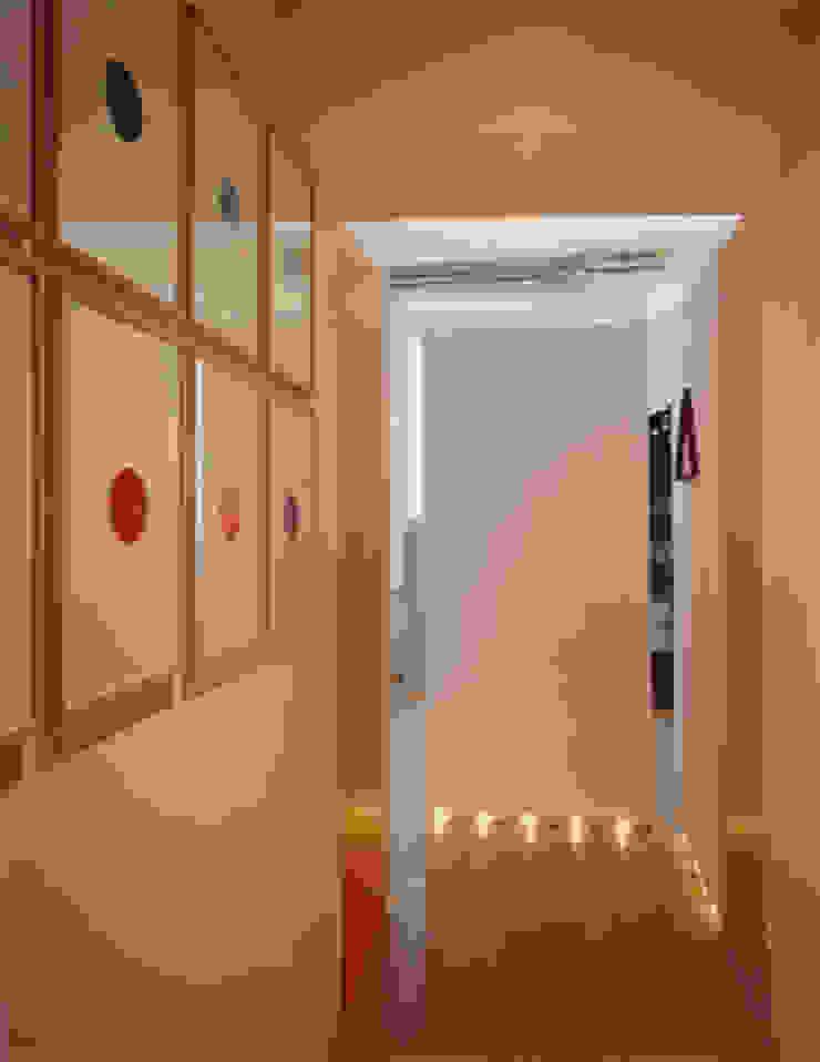 art gallery house in genoa studio patrocchi Eclectic style corridor, hallway & stairs