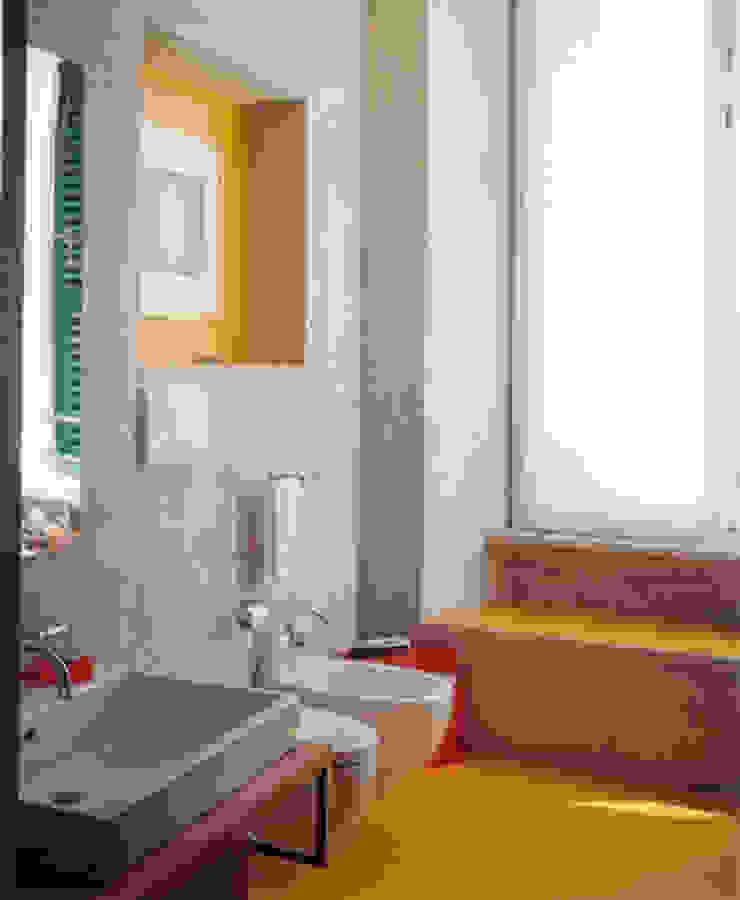 art gallery house in genoa studio patrocchi Eclectic style bathroom