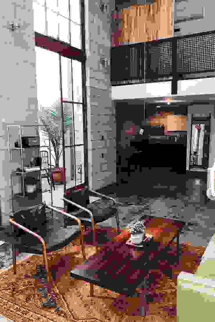 Floorwell Livings de estilo industrial Gris