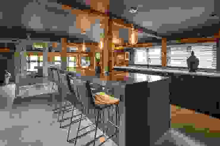 Manor Barn PTC Kitchens Bếp xây sẵn Black