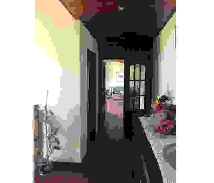 BCimobiliária 乡村风格的走廊,走廊和楼梯