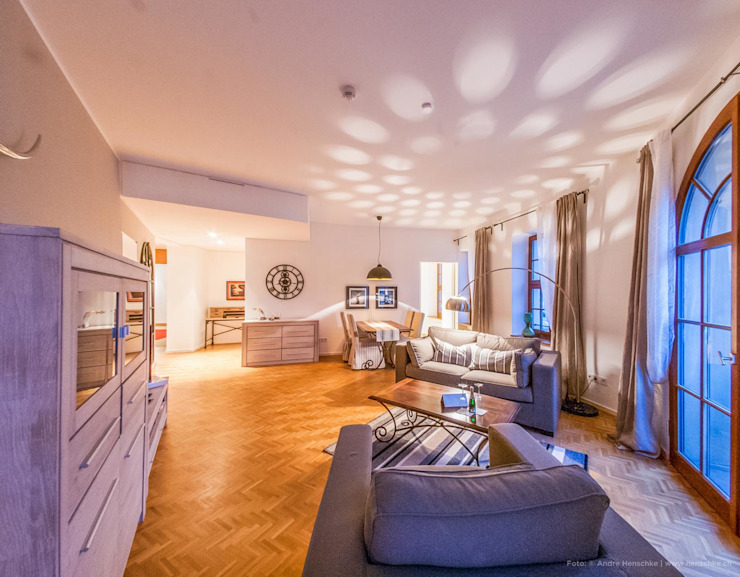 Andre Henschke Immobilienfotografie Salas de estilo ecléctico