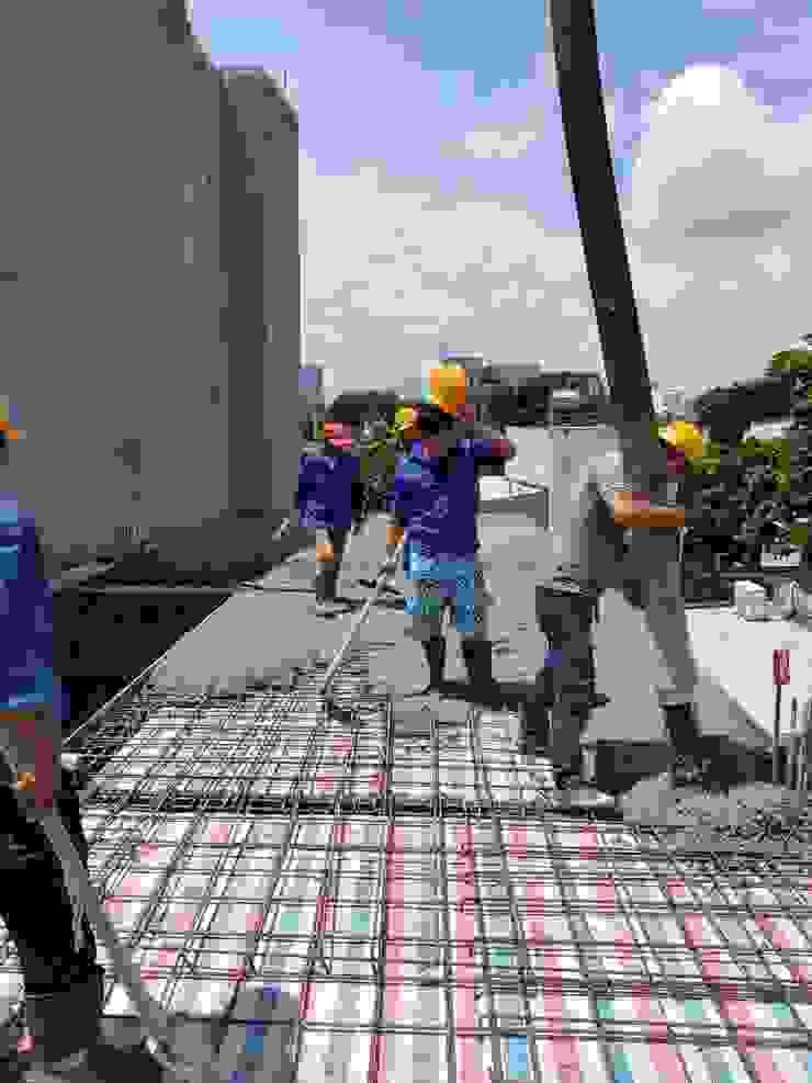 Xây dựng nhà trọn gói liên hệ ngay 0934 90 90 23 Phòng khách phong cách châu Á bởi TNHH xây dựng và thiết kế nội thất AN PHÚ CONs 0911.120.739 Châu Á Bê tông