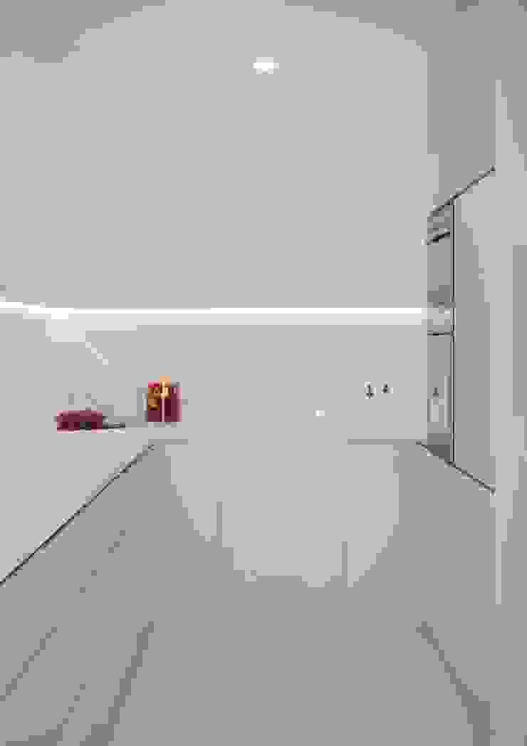 Nevi Studio Cocinas de estilo clásico Cuarzo Beige