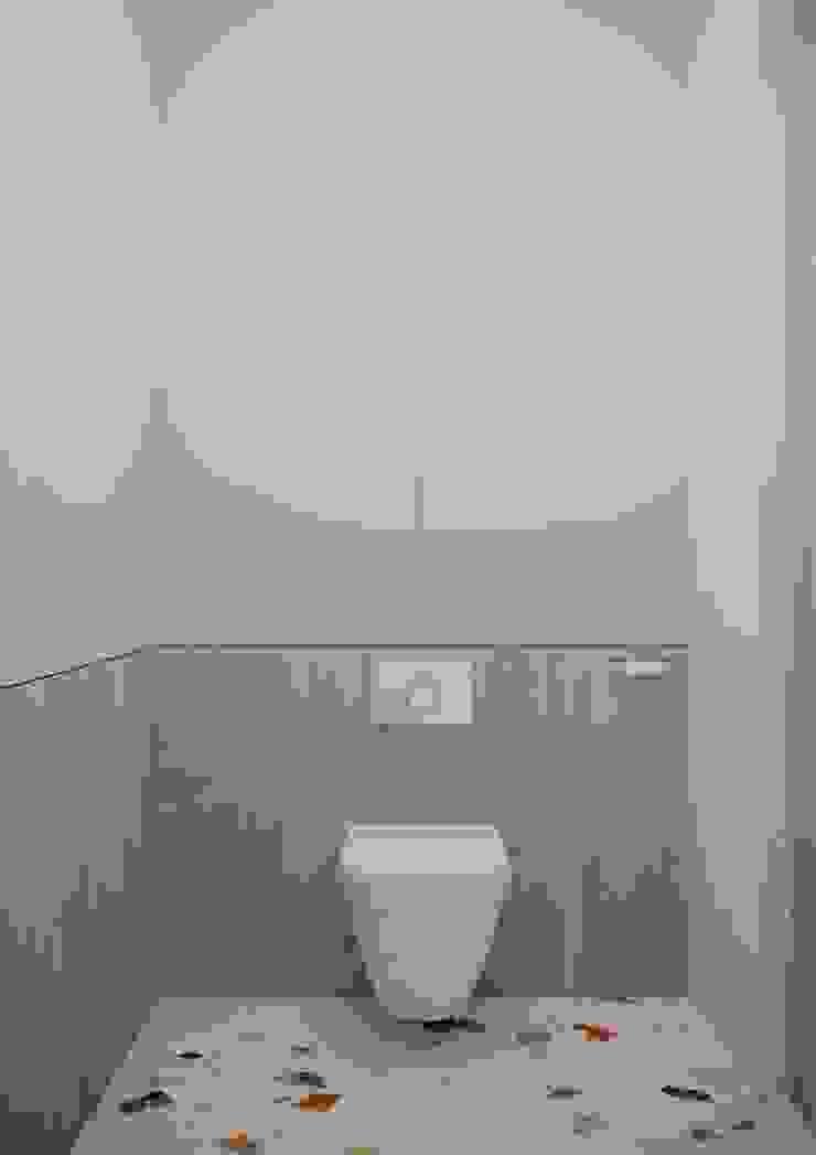 Nevi Studio Baños de estilo moderno Madera Beige