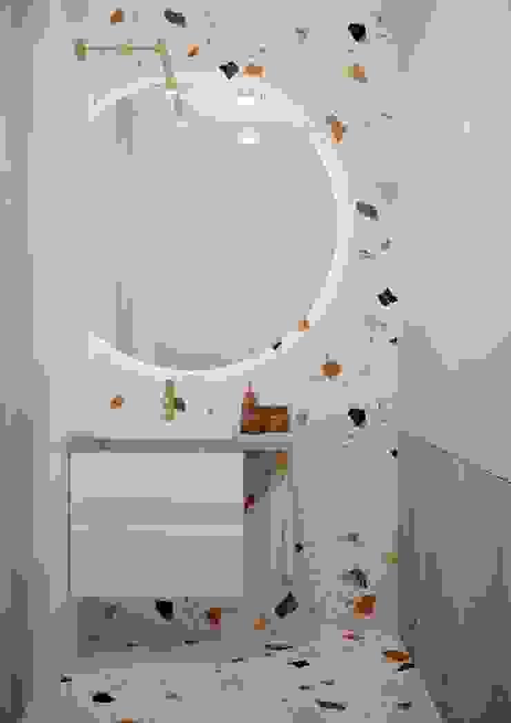 Nevi Studio Baños de estilo clásico Madera Beige