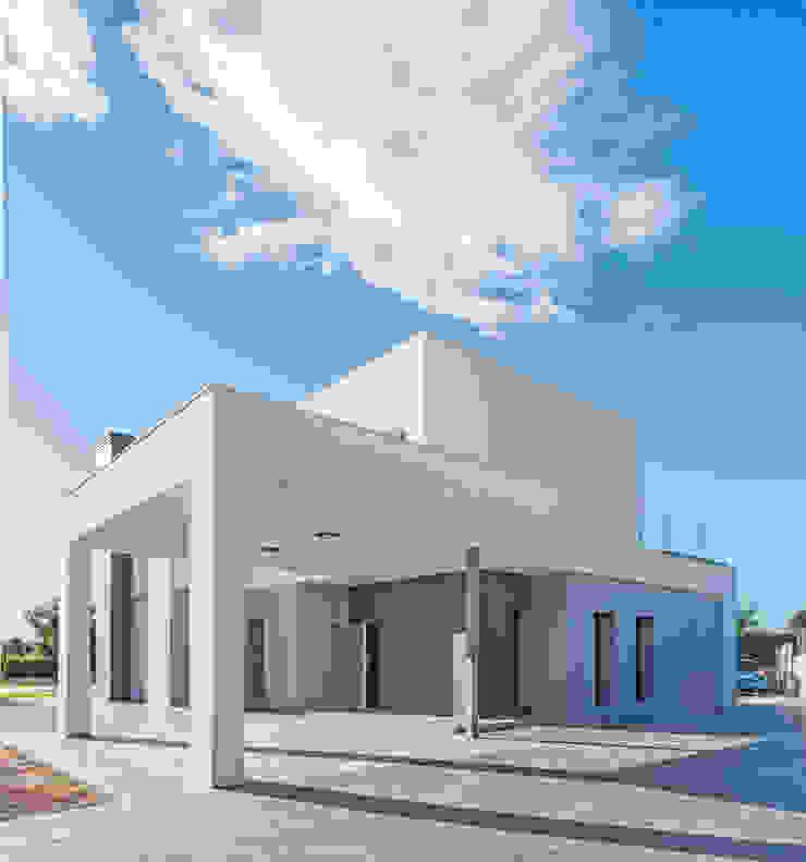 Vivienda NUÑO ARQUITECTURA Casas unifamiliares Aglomerado Blanco
