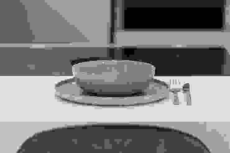 Upside down House PTC Kitchens Cucina attrezzata Grigio