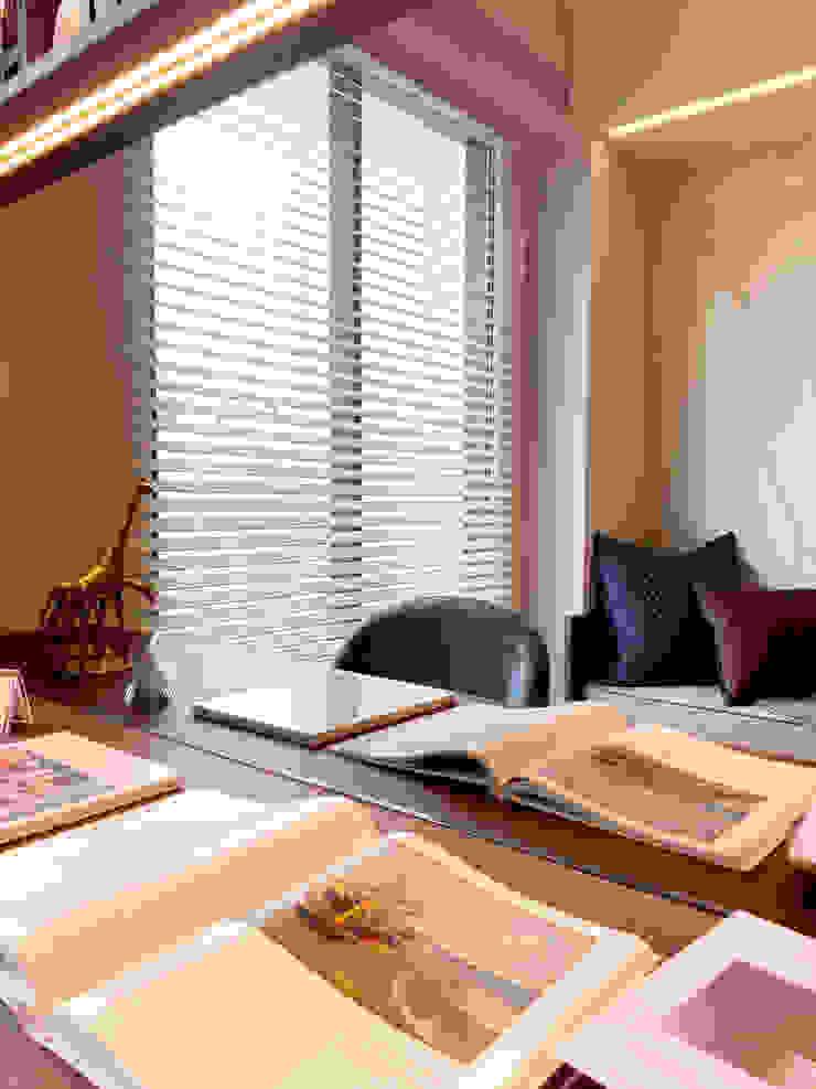 MSBT 幔室布緹 Oficinas de estilo moderno Derivados de madera Beige