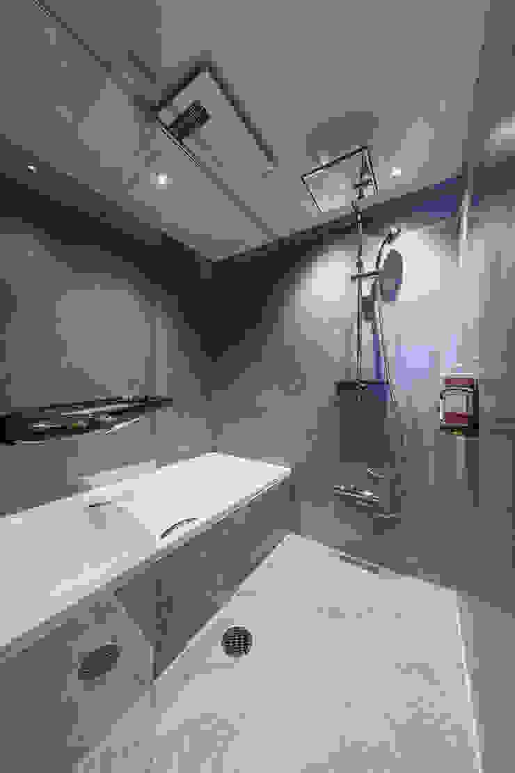 株式会社ブルースタジオ Modern bathroom