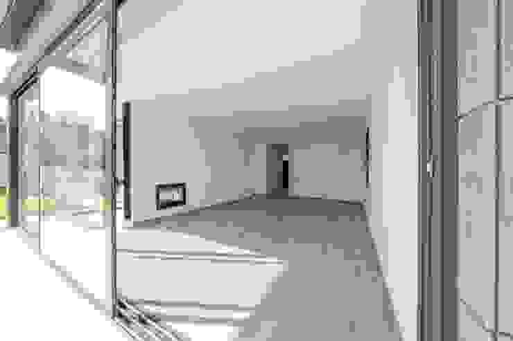 MP 13 Guillem Ros Studio Salones de estilo moderno Derivados de madera Acabado en madera