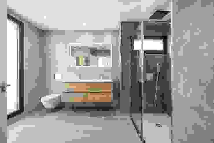 MP 13 Guillem Ros Studio Baños de estilo moderno Acabado en madera