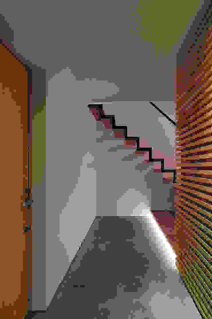 一級建築士事務所 Atelier Casa Modern corridor, hallway & stairs Wood