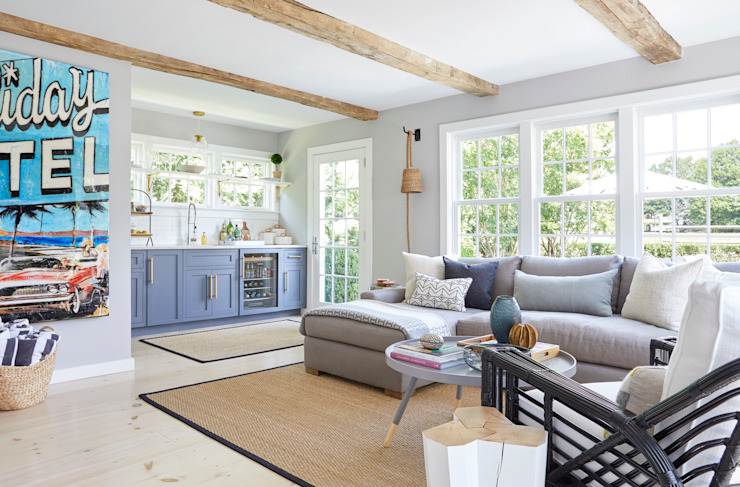 All about ease: Family home in Bridgehampton, NY Darci Hether New York Modern Living Room