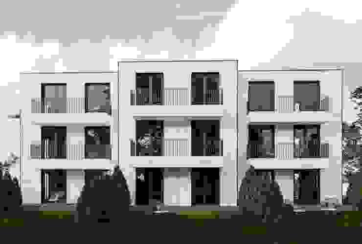 Häuser aus Container. WHITEROCK Mehrfamilienhaus Eisen/Stahl Beige