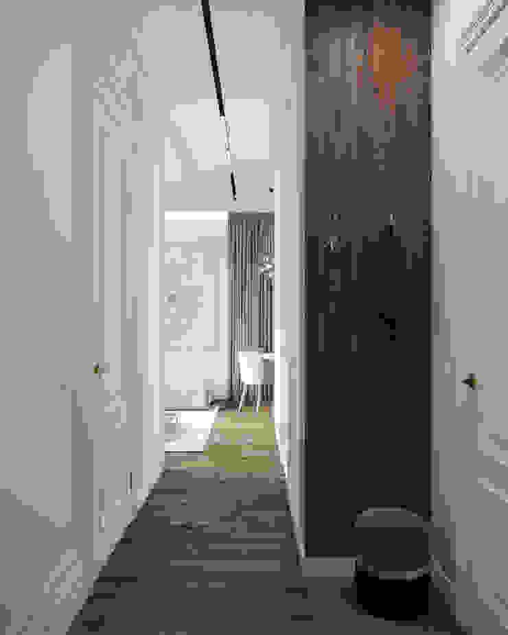 Nevi Studio Ingresso, Corridoio & Scale in stile classico Legno Bianco