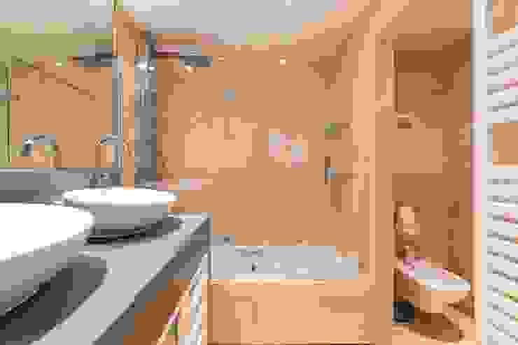 ARESAN PROYECTOS Y OBRAS SL Ванная комната в стиле модерн