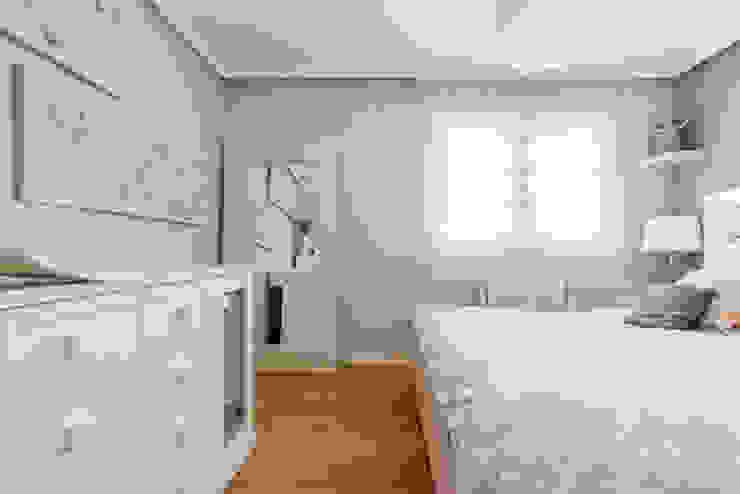 ARESAN PROYECTOS Y OBRAS SL Спальня в стиле модерн Белый