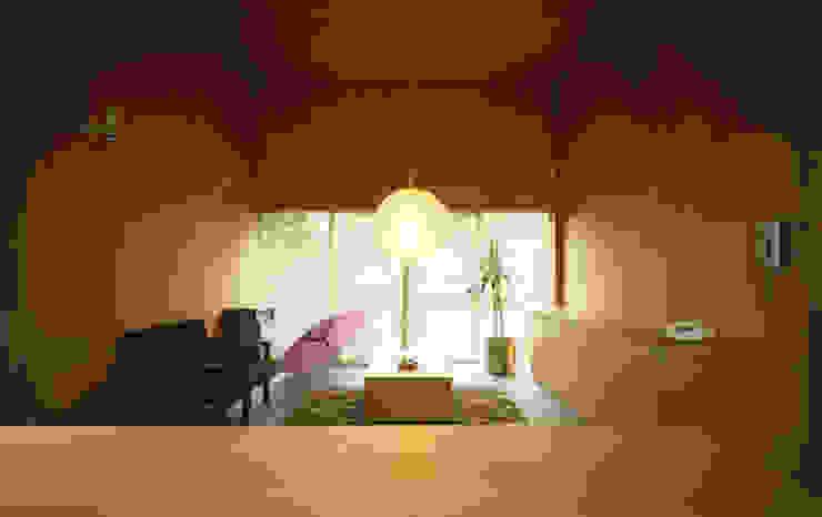 シナ合板の家 小林克彦/ART-SESSION モダンデザインの リビング 合板(ベニヤ板) 木目調