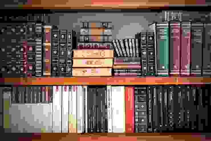 HELP IN HOMEWORK Ruang Studi/Kantor Klasik Kayu Brown