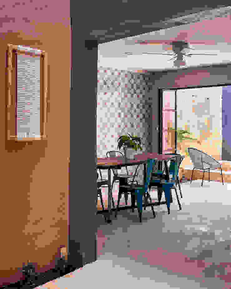 Quinto Distrito Arquitectura Tropical style dining room Concrete Pink