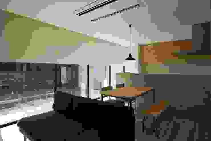 リビング 空間建築-傳 北欧デザインの リビング 木 白色