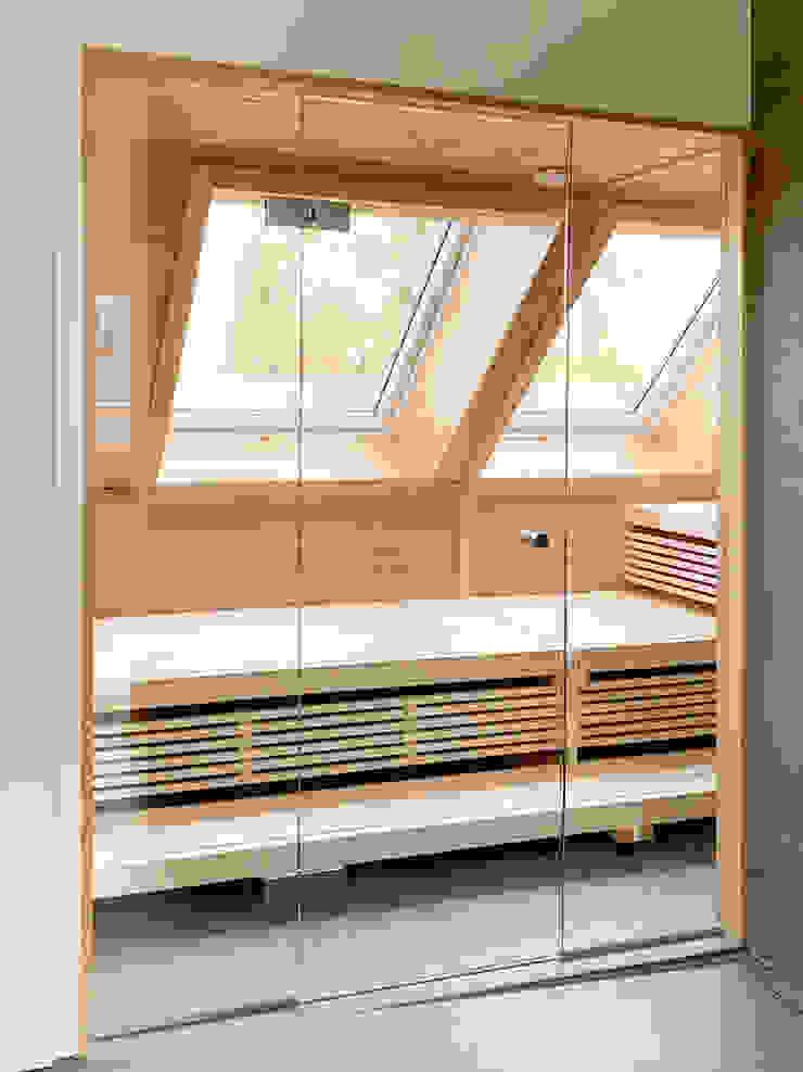 Moderne Sauna im Dachgeschoss | KOERNER Saunamanufaktur KOERNER SAUNABAU GMBH Sauna