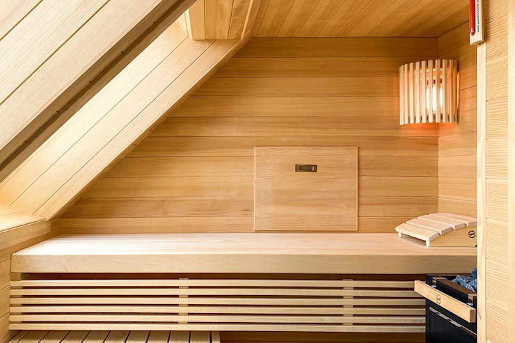 Moderne Sauna im Dachgeschoss | KOERNER Saunamanufaktur KOERNER SAUNABAU GMBH Moderner Spa